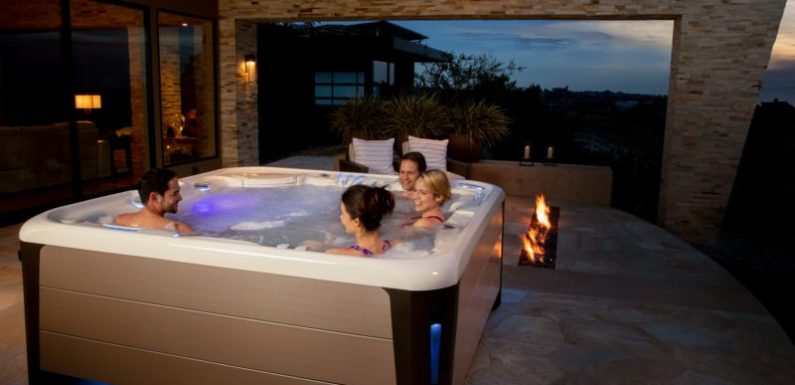 What Should You Look for When You Are Looking at Hot Tubs?